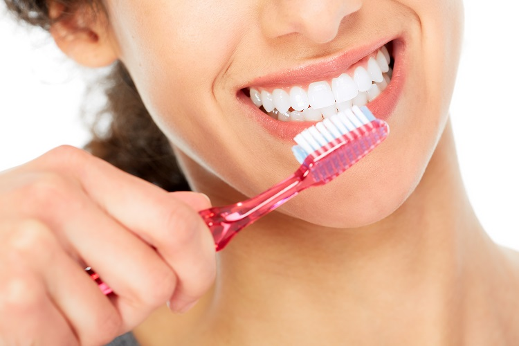 brush teeth regularly to prevent bad breath